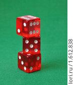 Купить «Красные игральные кости на зеленом сукне», фото № 1612838, снято 11 марта 2010 г. (c) Анфимов Леонид / Фотобанк Лори