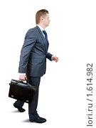 Купить «Молодой бизнесмен с портфелем», фото № 1614982, снято 15 декабря 2009 г. (c) Яков Филимонов / Фотобанк Лори