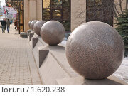 Купить «Гранитные шары», эксклюзивное фото № 1620238, снято 13 марта 2010 г. (c) Алёшина Оксана / Фотобанк Лори