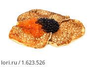 Купить «Русские блинчики с красной и черной икрой», фото № 1623526, снято 7 августа 2009 г. (c) ElenArt / Фотобанк Лори