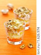 Купить «Слоёный салат с курицей, грибами и грецкими орехами, сервированный в стакане», эксклюзивное фото № 1626974, снято 13 апреля 2010 г. (c) Давид Мзареулян / Фотобанк Лори