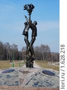 Купить «Скульптура фестиваля молодежи и студентов в Парке Дружбы. Москва», фото № 1628218, снято 14 апреля 2010 г. (c) Яшукова Анна / Фотобанк Лори