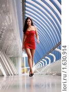 Купить «Красивая девушка в коротком летнем платье», фото № 1630914, снято 14 апреля 2010 г. (c) Андрей Аркуша / Фотобанк Лори