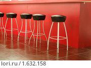 Купить «Барные стулья у стойки», фото № 1632158, снято 9 апреля 2010 г. (c) Данила Большаков / Фотобанк Лори