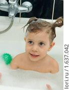 Купить «Девочка купается в ванне», фото № 1637042, снято 17 апреля 2010 г. (c) Типляшина Евгения / Фотобанк Лори