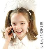 Школьница говорит по мобильному телефону. Стоковое фото, фотограф Алешечкина Елена / Фотобанк Лори