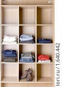 Купить «Полочка с одеждой», фото № 1640442, снято 5 августа 2009 г. (c) Куликов Константин / Фотобанк Лори