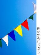 Купить «Яркие флажки на фоне голубого неба», фото № 1641078, снято 18 января 2019 г. (c) Яна Гуляновская / Фотобанк Лори