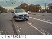 Купить «Патрульная машина милиции на дороге», фото № 1652146, снято 22 апреля 2010 г. (c) Sergey Toronto / Фотобанк Лори