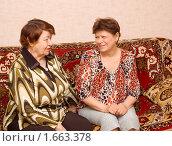 Купить «Две соседки», фото № 1663378, снято 26 апреля 2010 г. (c) Типляшина Евгения / Фотобанк Лори
