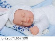Купить «Спящая кукла на детских вещах», фото № 1667990, снято 6 февраля 2010 г. (c) Абакумова Евгения / Фотобанк Лори