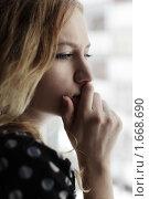 Купить «Грустная девушка, смотрящая в окно», фото № 1668690, снято 27 марта 2010 г. (c) Гладских Татьяна / Фотобанк Лори