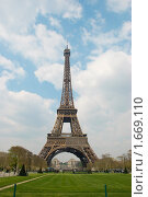 Купить «Эйфелева башня», фото № 1669110, снято 15 апреля 2010 г. (c) Елена Хоткина / Фотобанк Лори