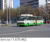 Купить «Москва. Городской пейзаж. Автобус едет по Фестивальной улице», эксклюзивное фото № 1670462, снято 19 апреля 2010 г. (c) lana1501 / Фотобанк Лори