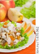 Купить «Салат из курицы, яблок и кураги на листе салата», эксклюзивное фото № 1670962, снято 27 апреля 2010 г. (c) Давид Мзареулян / Фотобанк Лори