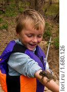 Купить «Мальчик с жабой на руке», фото № 1680126, снято 2 мая 2010 г. (c) Ирина Кожемякина / Фотобанк Лори