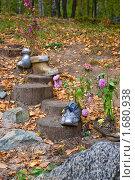Купить «Ботинок-клумба», фото № 1680938, снято 12 сентября 2009 г. (c) Александр Рябов / Фотобанк Лори