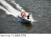 Купить «Спасательный катер на Москва-реке», фото № 1684574, снято 7 мая 2010 г. (c) Наталья Волкова / Фотобанк Лори