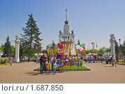 Купить «Центральная аллея ВВЦ (ВДНХ) весной», эксклюзивное фото № 1687850, снято 8 мая 2010 г. (c) Алёшина Оксана / Фотобанк Лори