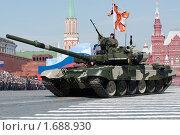 Купить «Танк Т-90 на параде 9 мая 2010 года. Красная Площадь, Москва, Россия.», фото № 1688930, снято 9 мая 2010 г. (c) Алексей Зарубин / Фотобанк Лори