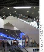 Купить «Эскалатор в торговом центре», фото № 1692114, снято 3 мая 2010 г. (c) Людмила Банникова / Фотобанк Лори