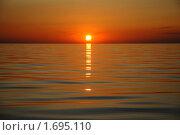 Багровый закат в море. Стоковое фото, фотограф Svet / Фотобанк Лори