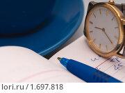 Купить «Натюрморт с часами и ручкой», фото № 1697818, снято 11 апреля 2010 г. (c) Черников Роман / Фотобанк Лори