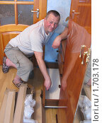Купить «Сборка мебели», эксклюзивное фото № 1703178, снято 1 мая 2010 г. (c) Олеся Сарычева / Фотобанк Лори