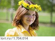 Купить «Девушка с венком на голове», фото № 1704014, снято 12 мая 2010 г. (c) Яков Филимонов / Фотобанк Лори