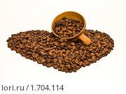 Сердце из кофейных зерен и чашка. Стоковое фото, фотограф Инна Шишова / Фотобанк Лори