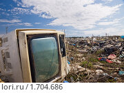 Старый телевизор на городской свалке. Стоковое фото, фотограф Евгений Волдаев / Фотобанк Лори