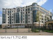 Купить «Новый современный дом на Крестовском острове в Санкт-Петербурге», фото № 1712450, снято 15 мая 2010 г. (c) Александр Секретарев / Фотобанк Лори