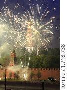 Купить «Москва, салют на 9 мая 2010 года», эксклюзивное фото № 1718738, снято 9 мая 2010 г. (c) Дмитрий Неумоин / Фотобанк Лори
