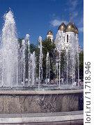 Фонтан на фоне Храма Христа Спасителя (2010 год). Стоковое фото, фотограф Буланов Сергей / Фотобанк Лори
