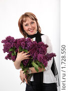 Купить «Девушка с большим букетом сирени на белом фоне», фото № 1728550, снято 24 мая 2009 г. (c) Евгений Батраков / Фотобанк Лори