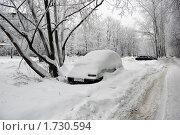 Купить «Зима в городе. Санкт-петербург. Снегопад. Машина под снегом.», фото № 1730594, снято 14 января 2010 г. (c) Елена Соломонова / Фотобанк Лори