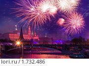 Салют в честь Дня Победы 9 мая в Москве (2010 год). Стоковое фото, фотограф Донцов Евгений Викторович / Фотобанк Лори