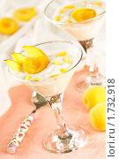 Купить «Десерт с абрикосами и нектарином», эксклюзивное фото № 1732918, снято 26 мая 2010 г. (c) Лисовская Наталья / Фотобанк Лори