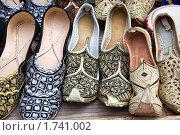 Купить «Рынок, обувь», фото № 1741002, снято 4 мая 2010 г. (c) Parmenov Pavel / Фотобанк Лори