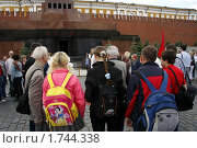 Купить «Москва. Красная площадь. У мавзолея В.И. Ленина.», фото № 1744338, снято 29 мая 2010 г. (c) Владимир Ременец / Фотобанк Лори