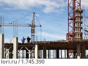 Купить «Стройка на фоне голубого неба. Сваи, башенные краны, строители», фото № 1745390, снято 28 мая 2010 г. (c) Емельянов Валерий / Фотобанк Лори