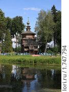 Купить «Мелихово. Деревянная церковь и кладбище», эксклюзивное фото № 1747794, снято 31 мая 2010 г. (c) Яна Королёва / Фотобанк Лори