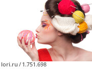 Купить «Портрет девушки с клубками пряжи», фото № 1751698, снято 24 марта 2010 г. (c) Александр Маркин / Фотобанк Лори