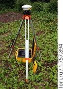 Спутниковый геодезический GPS-приёмник на штативе. Стоковое фото, фотограф Павел Красихин / Фотобанк Лори