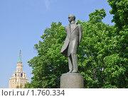 Купить «Памятник М.Ю. Лермонтову. Москва», эксклюзивное фото № 1760334, снято 3 июня 2010 г. (c) Алёшина Оксана / Фотобанк Лори