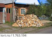 Купить «Опять дрова у дома в запас на следующую зиму», фото № 1763194, снято 13 мая 2010 г. (c) Анатолий Матвейчук / Фотобанк Лори