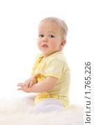 Купить «Маленький ребенок на меховой подстилке», фото № 1765226, снято 22 января 2010 г. (c) Ольга Сапегина / Фотобанк Лори