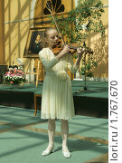 Купить «Девочка играет на скрипке», эксклюзивное фото № 1767670, снято 6 июня 2010 г. (c) Валерия Попова / Фотобанк Лори