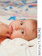 Купить «Ребенок на кровати», фото № 1768342, снято 17 октября 2009 г. (c) Кекяляйнен Андрей / Фотобанк Лори
