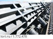 Вагоны поезда на рельсах в перспективе. Стоковое фото, фотограф Чуев Максим / Фотобанк Лори